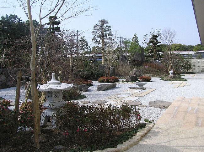 西部芳世苑庭園