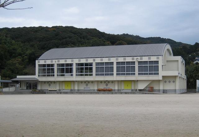 三川内中学校屋内体育館